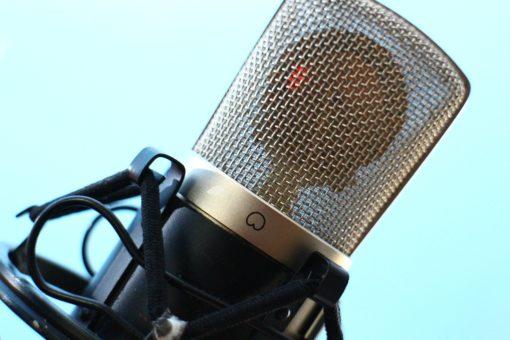 תמונת מיקרופון להמחשת שיעור קול און ליין בסקייפ