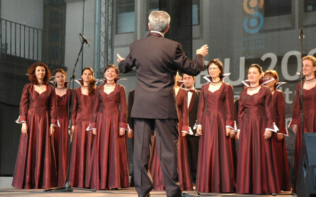 Chorus singers tend to suffer from vocal instability and range reduction